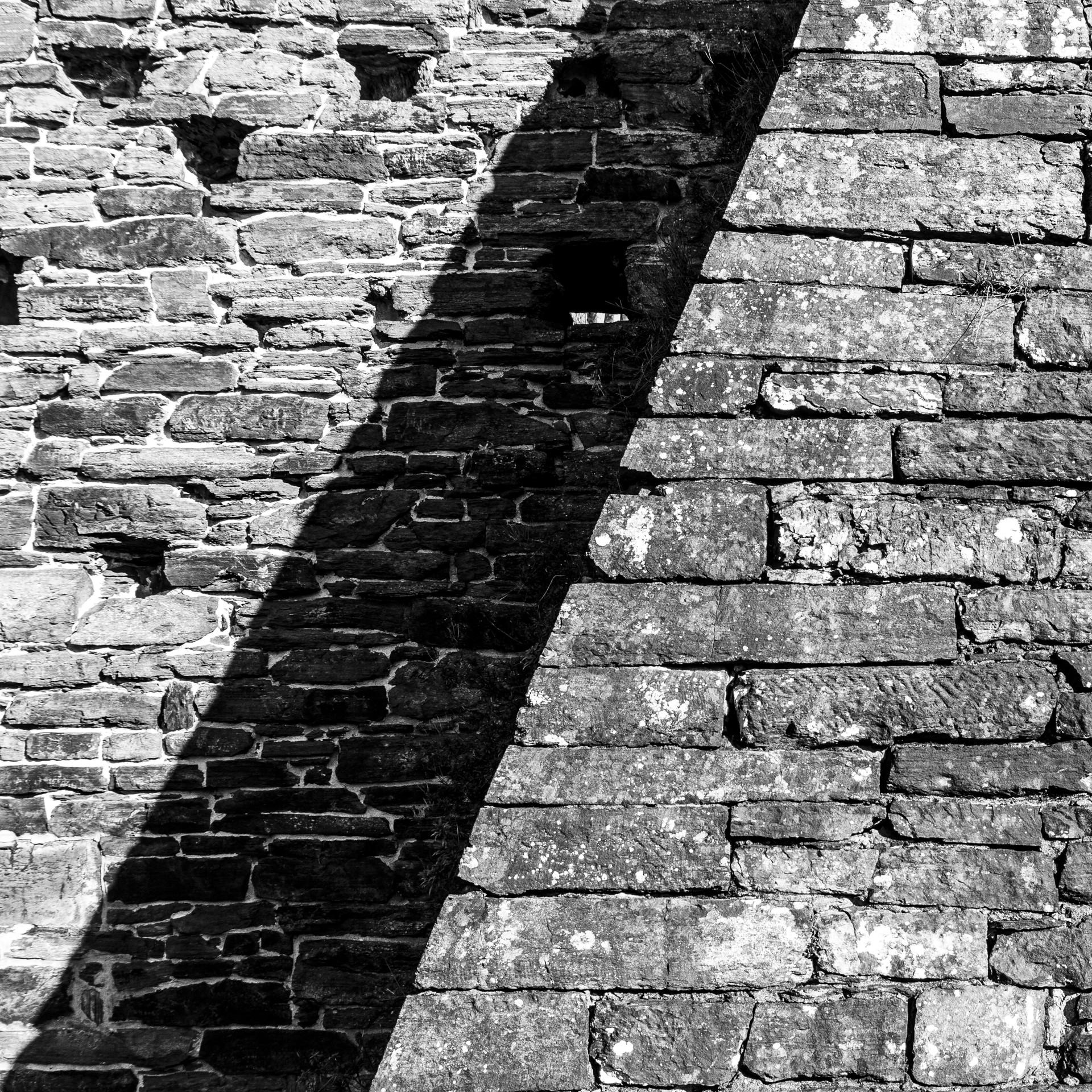 Mathias-180719-Black-and-White-Wall-7